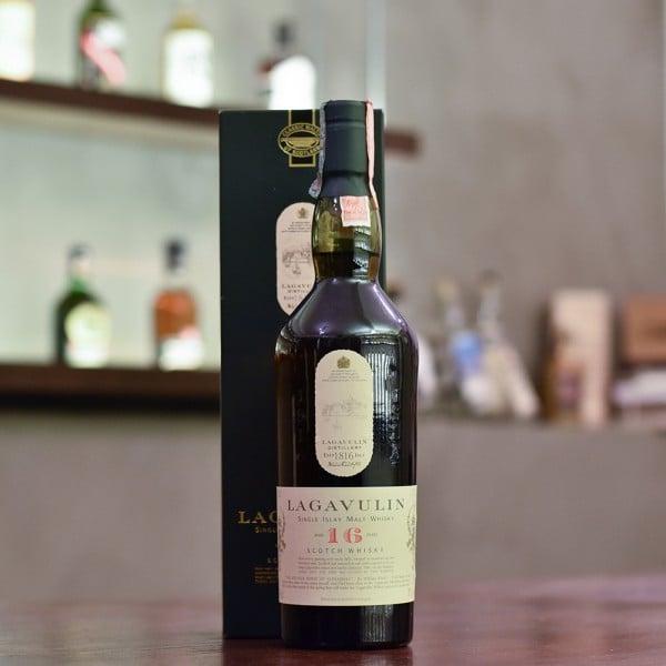 Lagavulin 16 Year Old - Old Bottling (White Horse)
