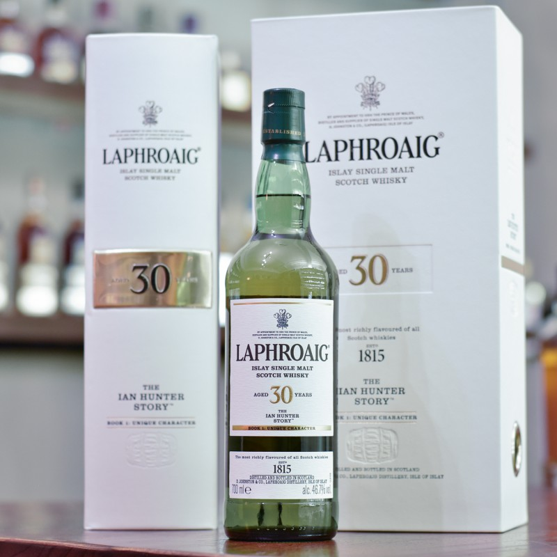 Laphroaig 30 Year Old - The Ian Hunter Story Book 1